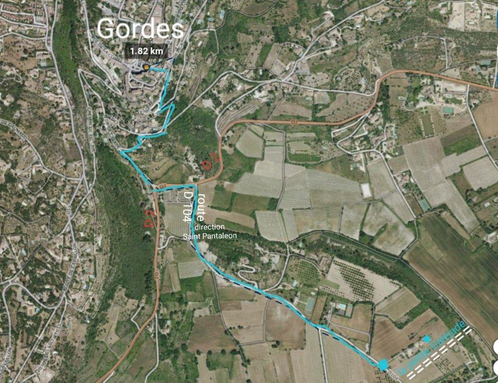 Aire camping-car à Gordes (84220) - Photo 8